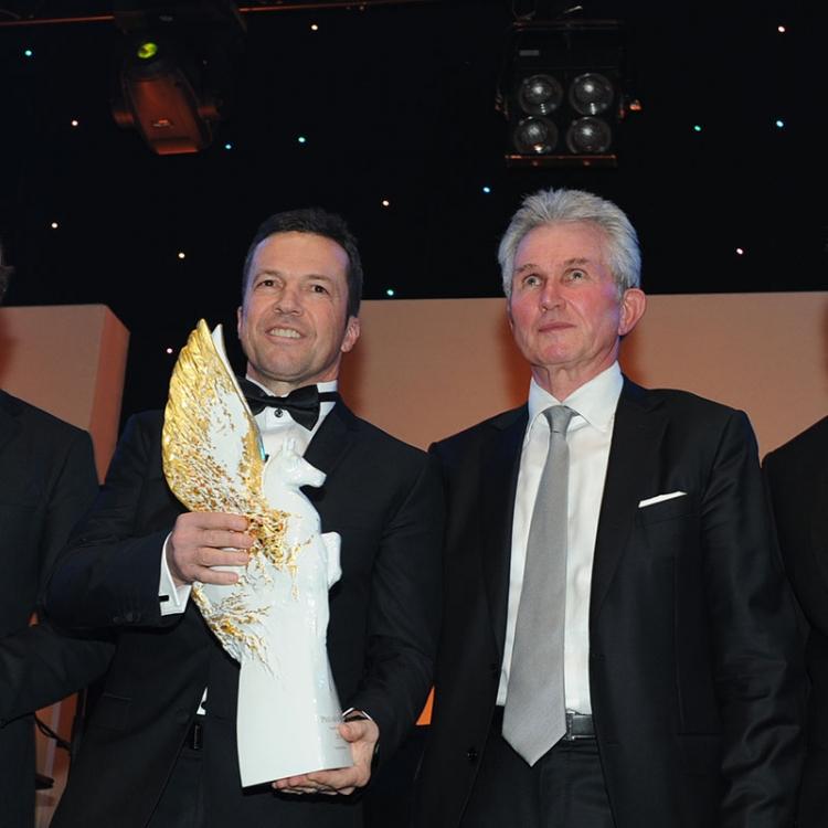 Legende des Sports 2015 Lothar Matthäus mit Laudator Jupp Heynckes, Moderator Michael Steinbrecher und Lufthansa Vice President Sales Coremarkets, Uwe Müller